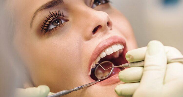 УЗ-чистка зубов и офисное отбеливание со скидкой